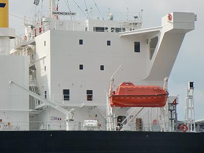 巨大船のデッキ
