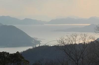 グリーンライン第1展望台から内海大橋を望む