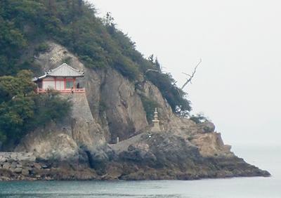 田島から望む阿伏兎観音