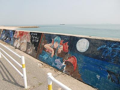 堤防に描かれた絵