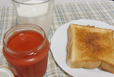 """朝食のトーストに""""びいび""""ジャム"""