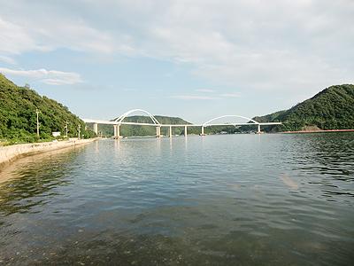 内海大橋をしばし眺める