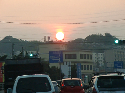 真っ赤に燃える夕日