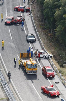 中国自動車道でスーパーカーの事故