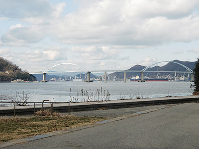 内海フィッシャリーナから見る内海大橋