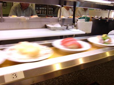 回転寿司は1皿100円~500円が相場