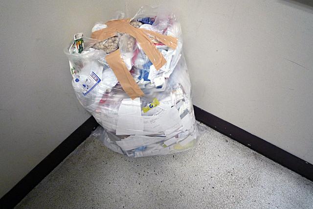 ゴミ袋_080904