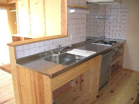 登り梁の家キッチン