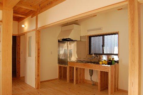平屋の木の家キッチン