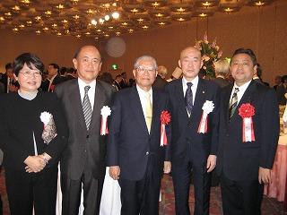 加藤前豊島区長、瀧澤理事長さん、副理事長さんと記念に