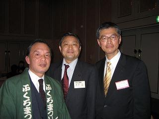 ふくろ祭り協議会の役員さんと辻かおるさんと木下議員