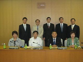豊田市議会委員会室での自治振興説明