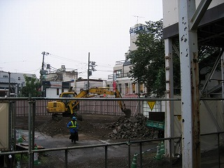 東長崎駅北口のファミリーマートも更地に