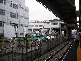 西武池袋線東長崎駅、昔のホームも解体に入り0610