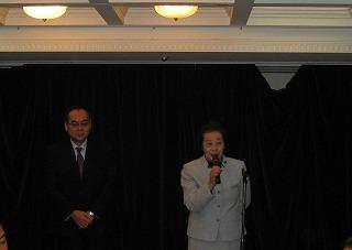 中島議員はスポーツ議連の副会長として、会長とともにご挨拶