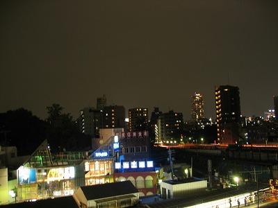 挨拶回りの途中で。椎名町駅を見下ろすマンションから