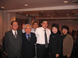 堀口会長(左)と協会の方々