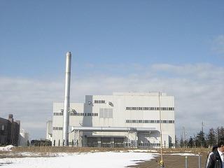清掃工場の煙突が修復されていました