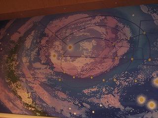 沖永記念館緞帳-山の手線と池袋駅をイメージした作品