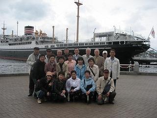 横浜氷川丸前で記念に