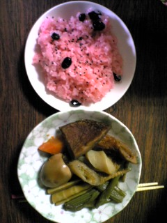 お赤飯と煮しめ