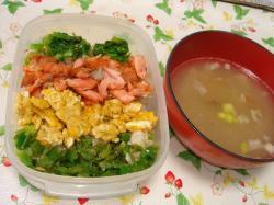 四色弁当と味噌汁