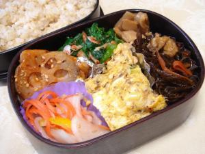 090115弁当(缶鰯卵焼き、海老と小松菜和え、蓮根ピリ辛和え・・)