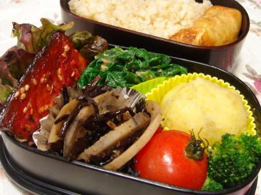 090209弁当(鯖のみりん干し、ひじきと蓮根煮、いも巾着)