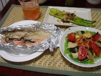 090727鮭の香草ホイル焼き、中華風豆腐サラダ、グリーンアスパラ焼き