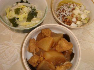 大根煮、白菜サラダ、納豆