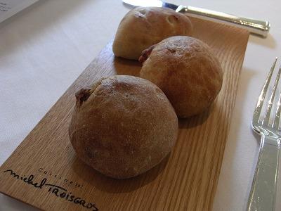 くるみのパン、バジルのパン、ベーコンのパン