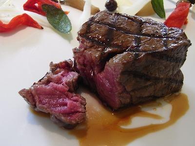 牛フィレ肉のグリエ 天橋立葡萄樹の香り 野菜のエーグル・ドゥース