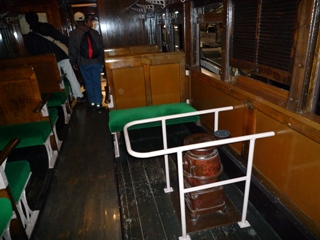 100124_07古い客車1