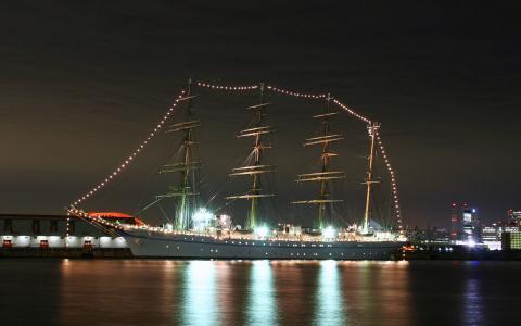 日本丸と海王丸のライトアップ&神戸港の夜景
