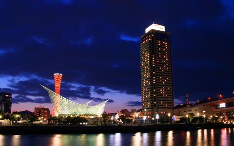 メリケンパークと神戸ポートタワーの夕景