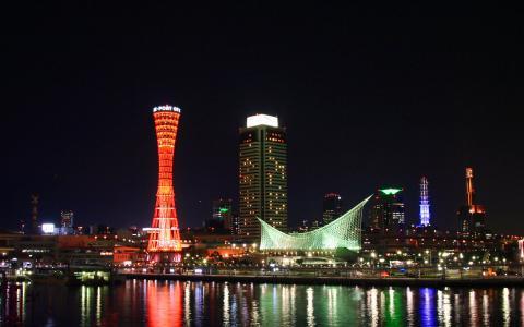 メリケンパークと神戸ポートタワーの夜景