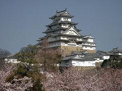 250px-Castle_Himeji_sakura01.jpg