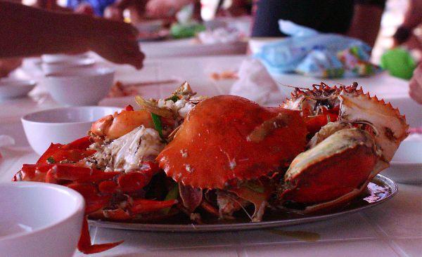 海南島日目亜龍湾昼食海の家カニ