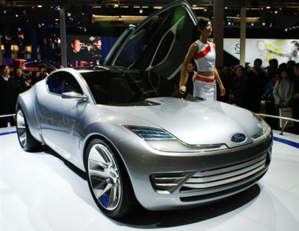 フォードコンセプトカー斜め