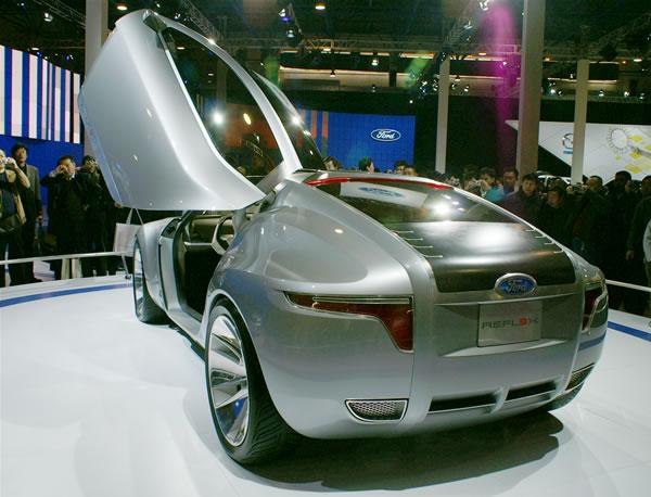 フォードコンセプトカーバック