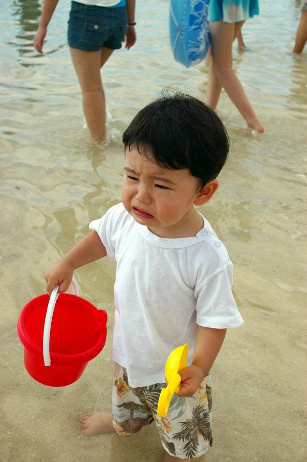 海で砂遊び06