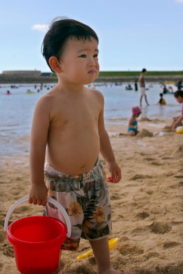 海で砂遊び07