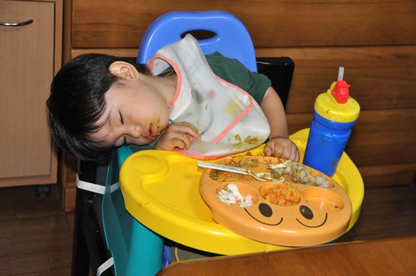 食べ寝03