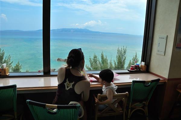 海の見えるレストラン01