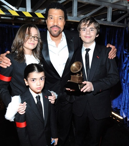 blanket-jackson-paris-jackson-and-prince-jackson