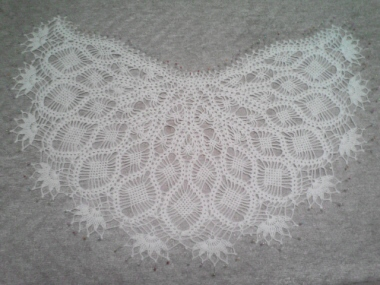 優しいかぎ針編み モノトーンのショール1