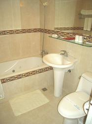 twn80908-bathroom.jpg