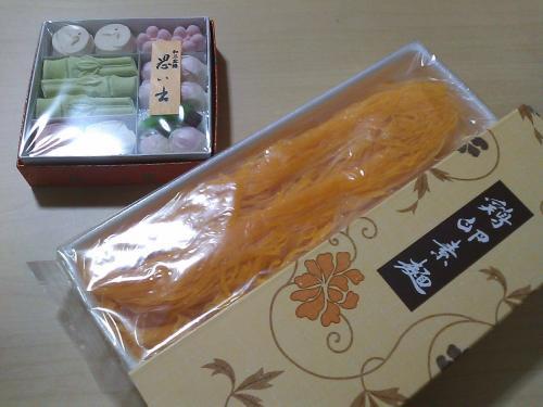 お約束の干菓子と鶴屋八幡のオヤツ