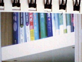 ソ・ドヨン自宅書斎左から2列目上