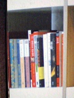 ソ・ドヨン自宅書斎一番左上から3段目
